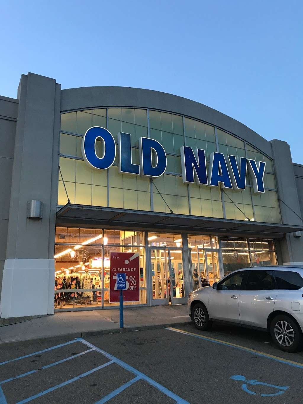 Old Navy - clothing store  | Photo 4 of 10 | Address: 139-15 20th Ave, College Point, NY 11356, USA | Phone: (718) 461-6986
