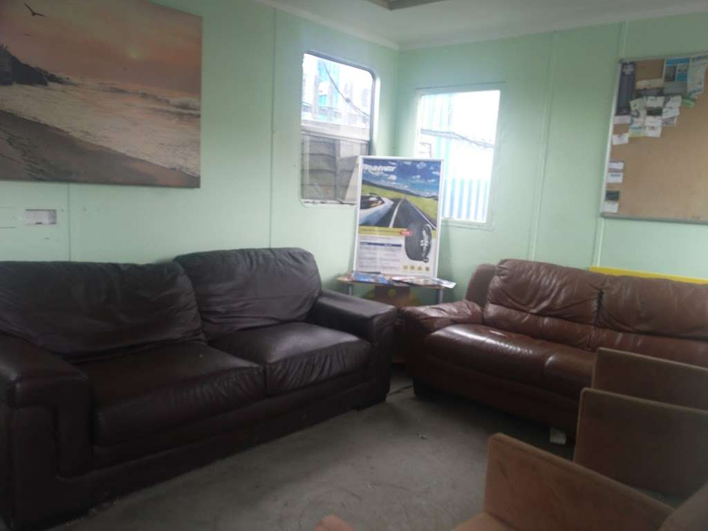 Tubbys Tyres - car repair  | Photo 8 of 10 | Address: Copthorne Rd, Copthorne, Crawley RH10 3PD, UK | Phone: 01293 769776
