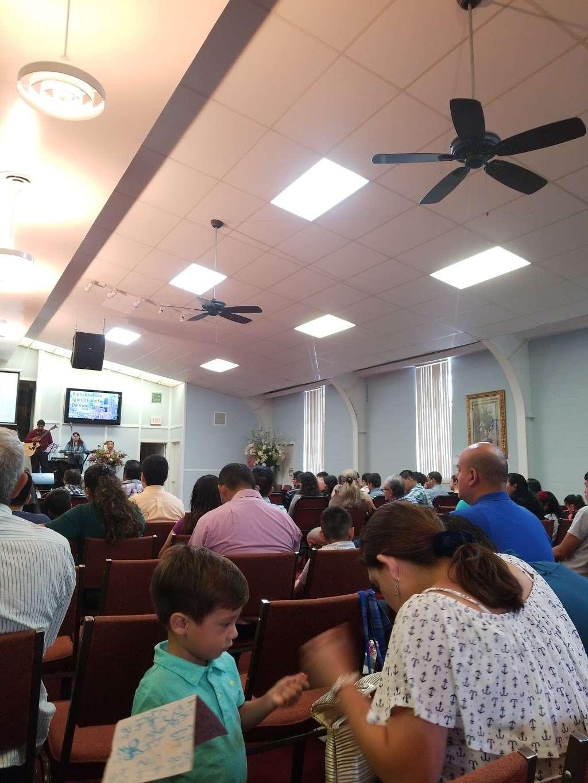 Iglesia Fuente de Vida - church    Photo 3 of 7   Address: 1105 Flint St, Houston, TX 77029, USA