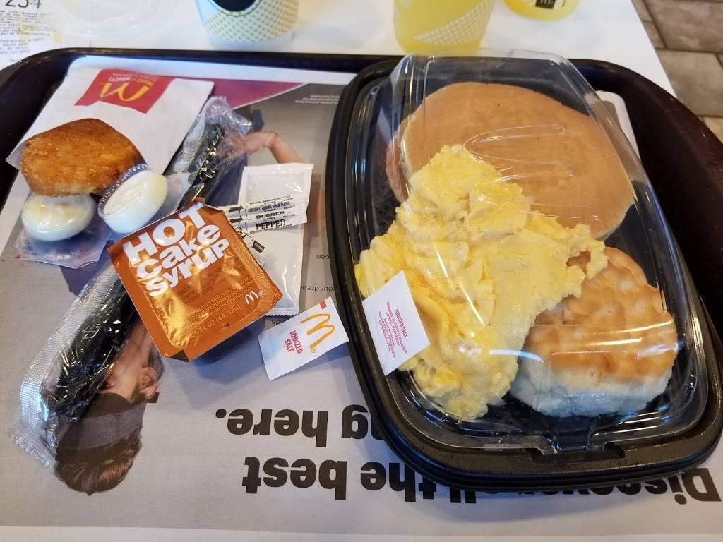 McDonalds - cafe  | Photo 6 of 10 | Address: 3909 S 42nd St, Omaha, NE 68107, USA | Phone: (402) 731-2700