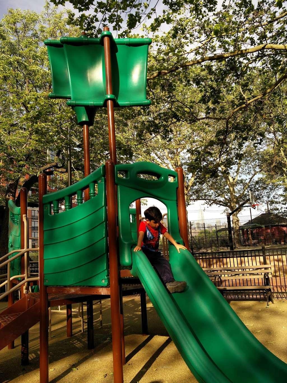 Elysian Park - park  | Photo 9 of 10 | Address: 1001 Hudson St, Hoboken, NJ 07030, USA | Phone: (201) 420-2012