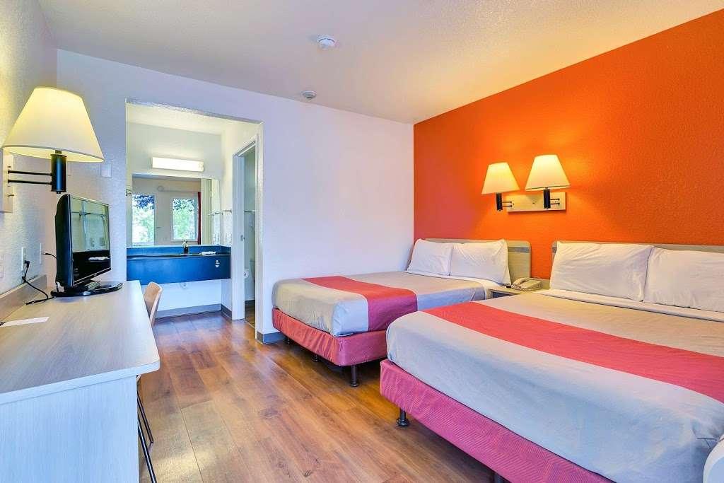 Motel 6 Rohnert Park - lodging  | Photo 2 of 10 | Address: 6145 Commerce Blvd, Rohnert Park, CA 94928, USA | Phone: (707) 585-8888
