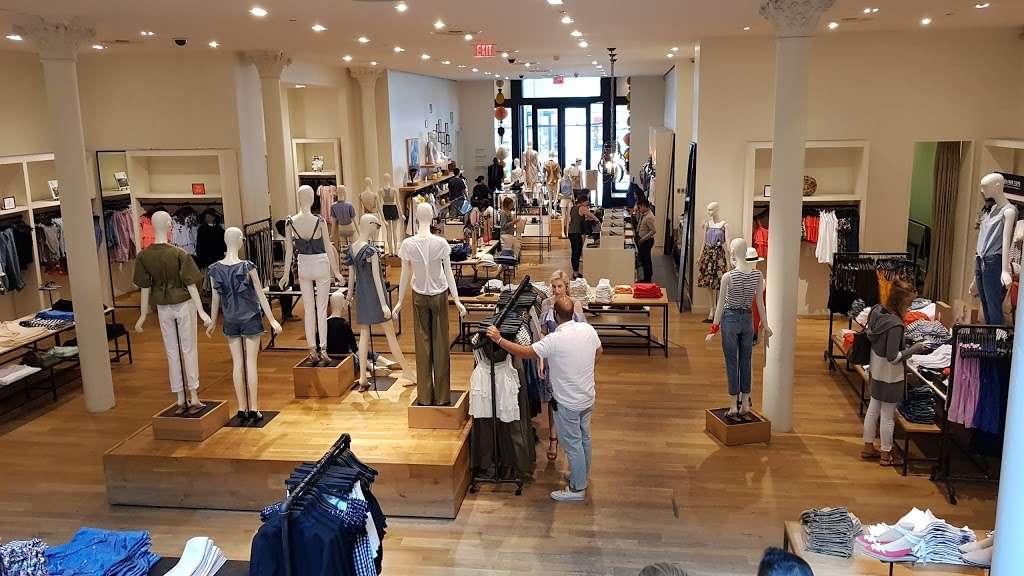 J.Crew - clothing store  | Photo 9 of 10 | Address: 91 5th Ave, New York, NY 10003, USA | Phone: (212) 255-4848