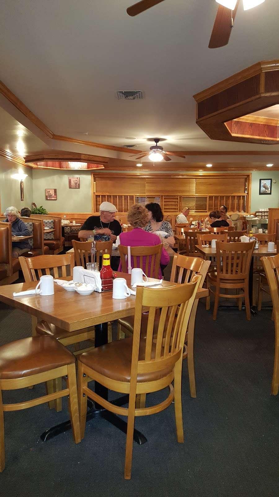 Pontiac Family Kitchen - restaurant  | Photo 1 of 10 | Address: 904 W Custer Ave, Pontiac, IL 61764, USA | Phone: (815) 844-3155