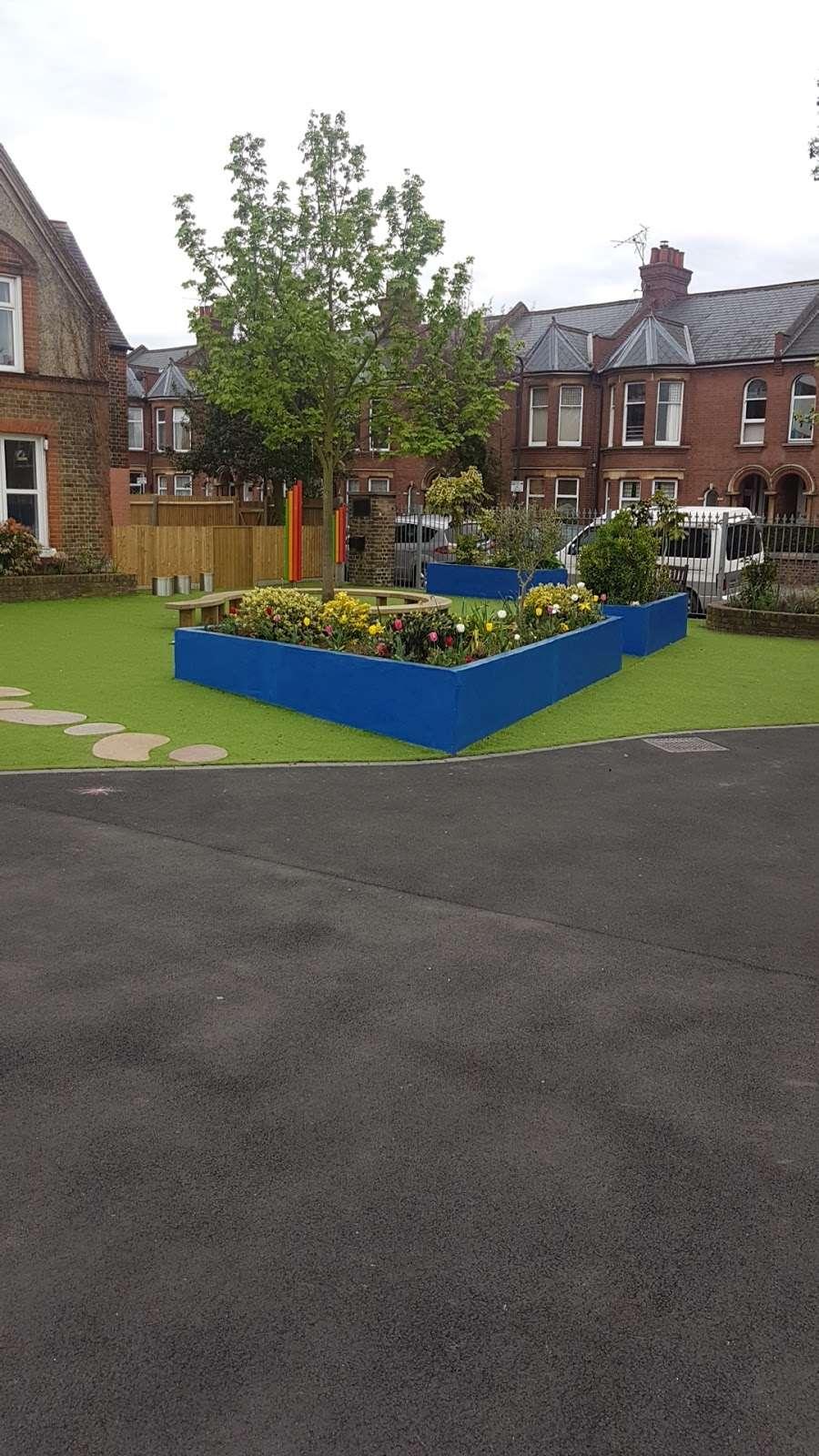Telferscot Primary School - school  | Photo 4 of 10 | Address: Telferscot Rd, London SW12 0HW, UK | Phone: 020 8673 7362