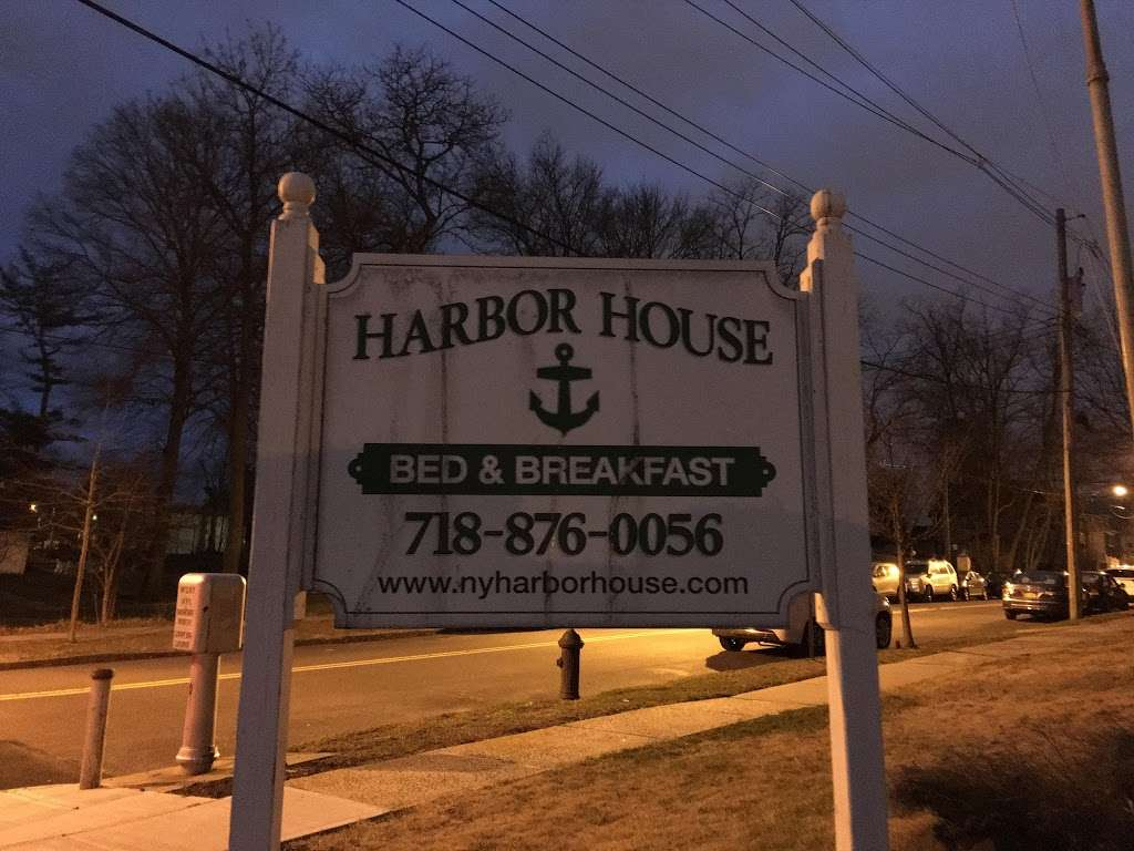 Harbor House Bed & Breakfast - lodging  | Photo 10 of 10 | Address: 1 Hylan Blvd, Staten Island, NY 10305, USA | Phone: (718) 876-0056