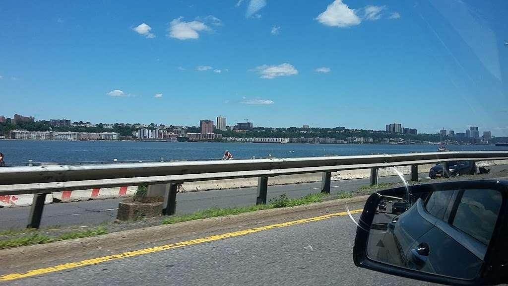 Hudson River Waterfront Greenway - park  | Photo 2 of 10 | Address: New York State Reference Rte 907V, New York, NY 10024, USA