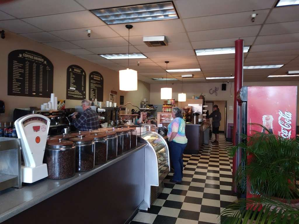 Mountain Roasting - cafe  | Photo 4 of 10 | Address: 6263 Graham Hill Rd, Felton, CA 95018, USA | Phone: (831) 335-9702