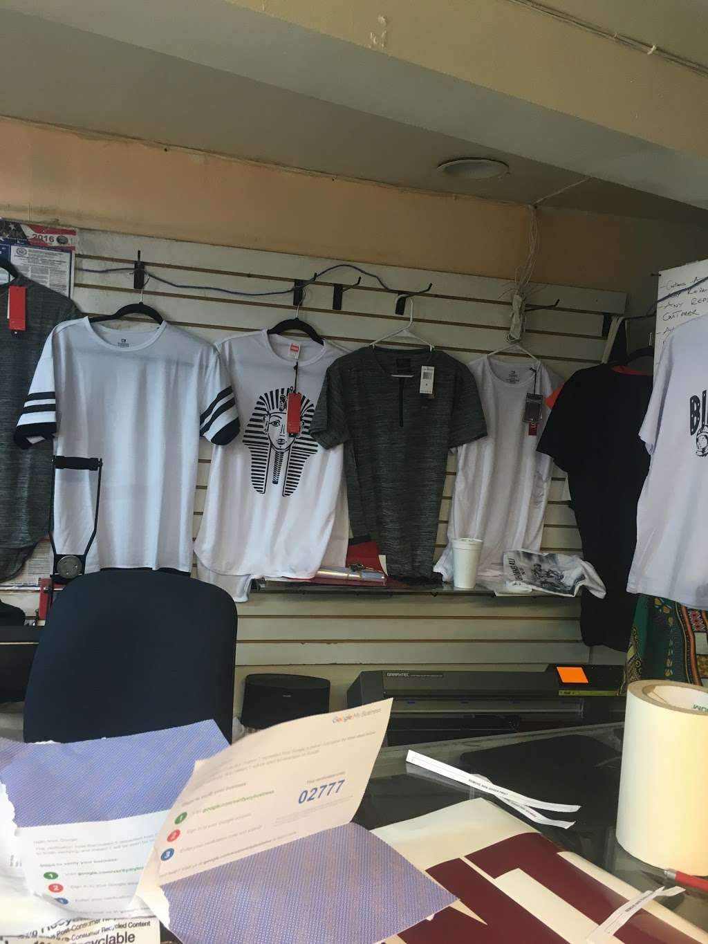 Instant t-shirt/ Hat printing - clothing store  | Photo 7 of 10 | Address: 392 E Tremont Ave, Bronx, NY 10457, USA | Phone: (347) 209-2295