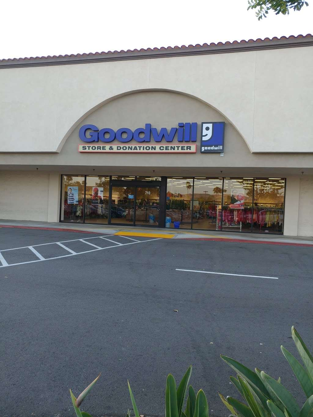 Goodwill Southern California Store & Donation Center - shoe store  | Photo 8 of 10 | Address: 4200 Chino Hills Pkwy Ste. 710, Chino Hills, CA 91709, USA | Phone: (909) 993-5015