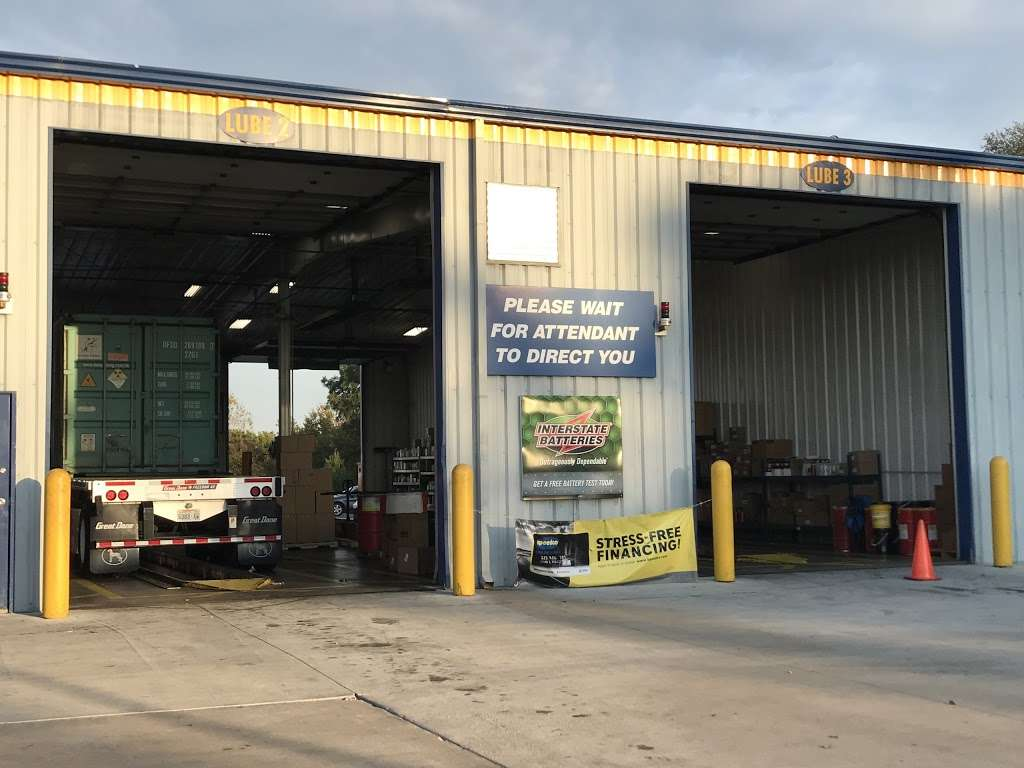 Speedco Truck Lube and Tires - car repair  | Photo 3 of 10 | Address: 301 SE 4th St, Oak Grove, MO 64075, USA | Phone: (816) 690-8717