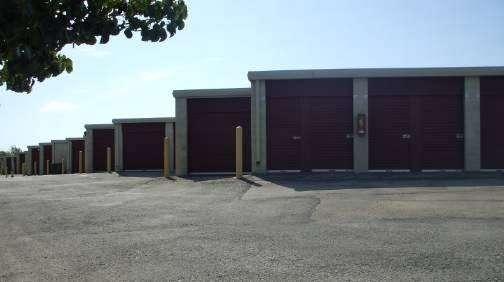 Alamo Self Storage - Redbird - storage    Photo 5 of 6   Address: 7011 Marvin D Love Fwy, Dallas, TX 75237, USA   Phone: (214) 337-8444