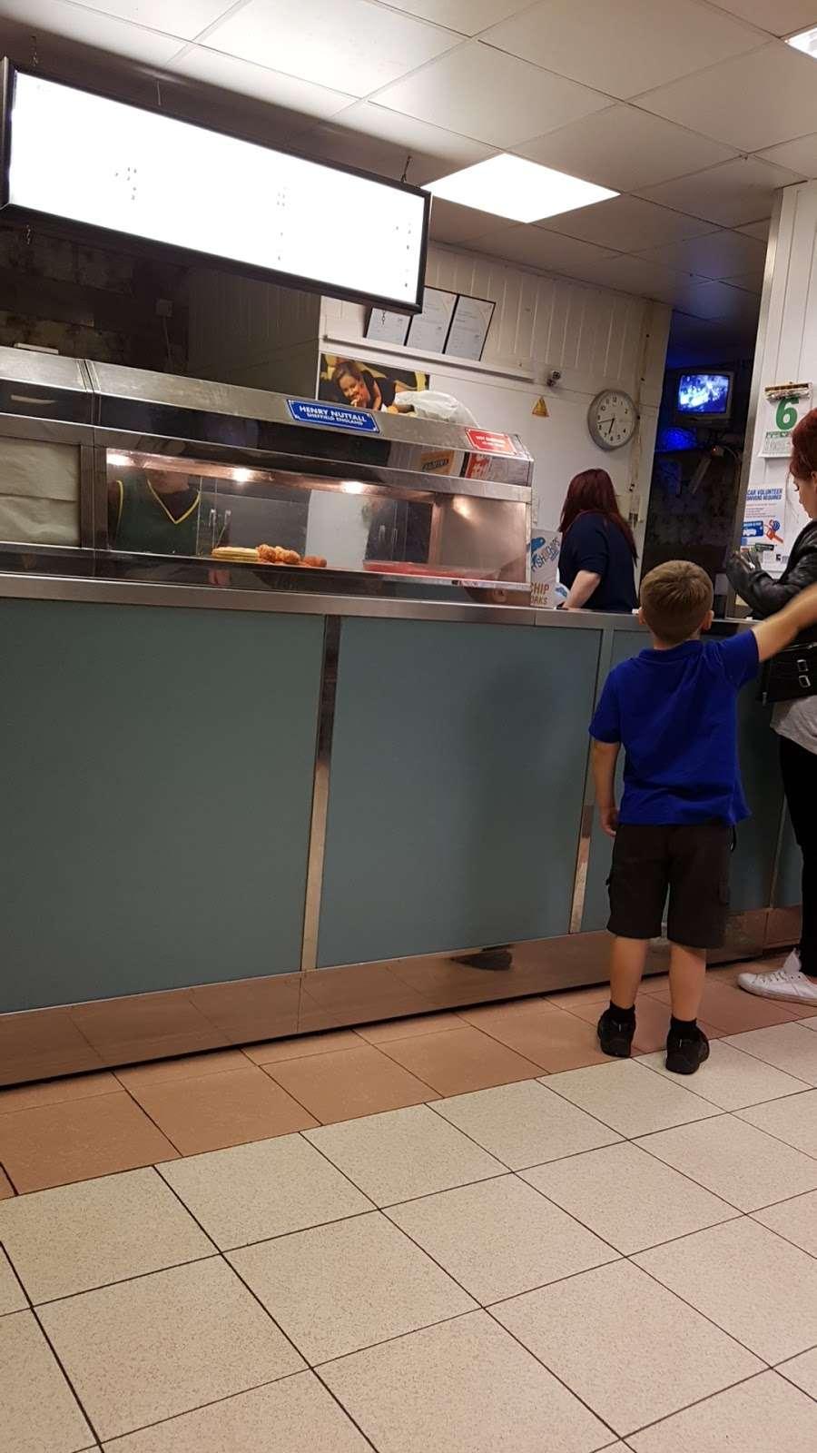 Stevenage Fish Bar - meal takeaway  | Photo 1 of 3 | Address: 5 Kenilworth Cl, Bragbury End, Stevenage SG2 8TB, UK | Phone: 01438 814215