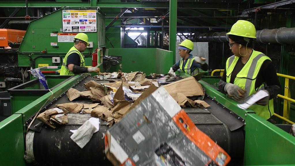 Waste Management - Rincon Recycling & Transfer Station - store  | Photo 8 of 10 | Address: 5890 S Mann Ave, Tucson, AZ 85706, USA | Phone: (520) 744-2600