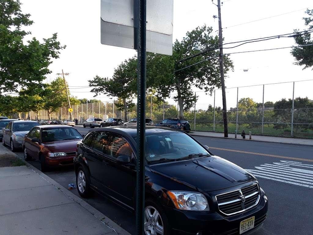 Pugsley Av/Seward Av - bus station    Photo 3 of 9   Address: Bronx, NY 10473, USA
