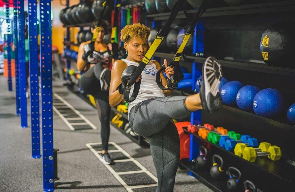 Crunch Fitness - Hudson - gym    Photo 4 of 10   Address: 205 Washington St, Hudson, MA 01749, USA   Phone: (978) 293-3633