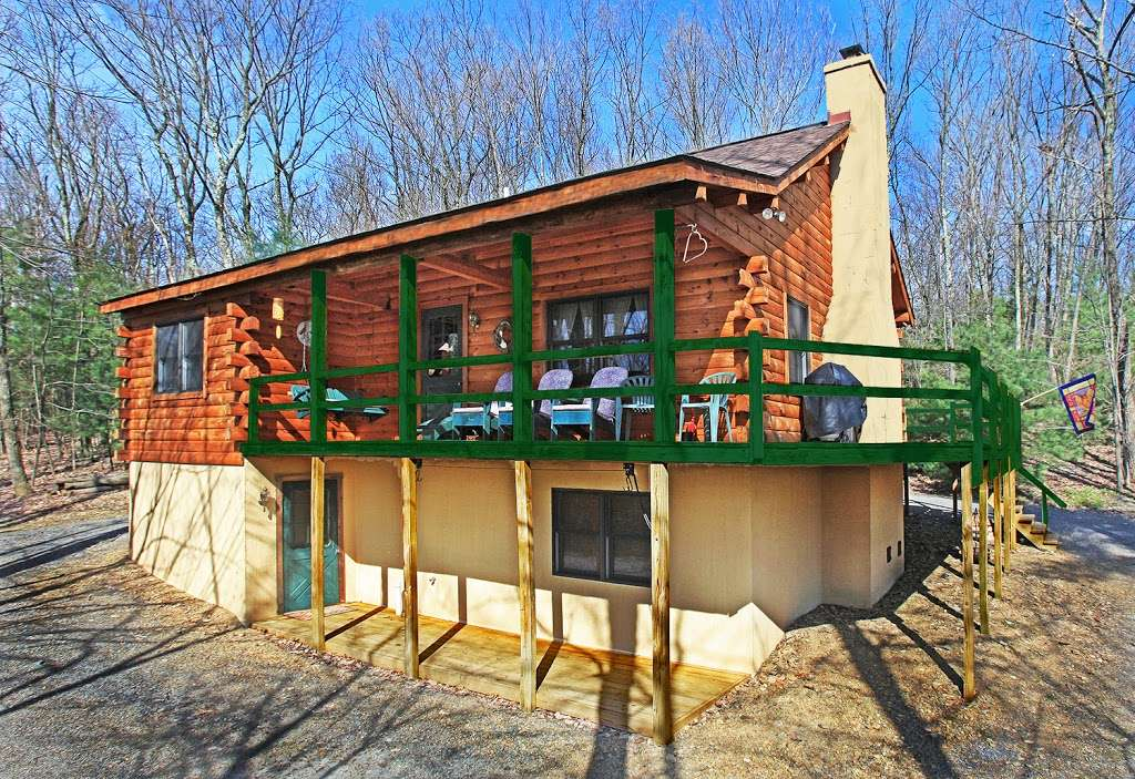 Pocono Log Home Getaway - real estate agency  | Photo 2 of 10 | Address: Malibu Dr, Lehighton, PA 18235, USA | Phone: (609) 457-2208