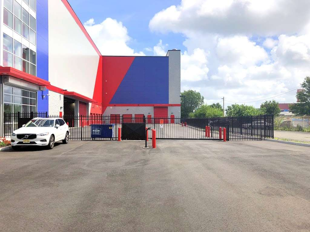 Prime Storage - moving company  | Photo 6 of 10 | Address: 31-07 20th Ave, Queens, NY 11105, USA | Phone: (917) 809-9013