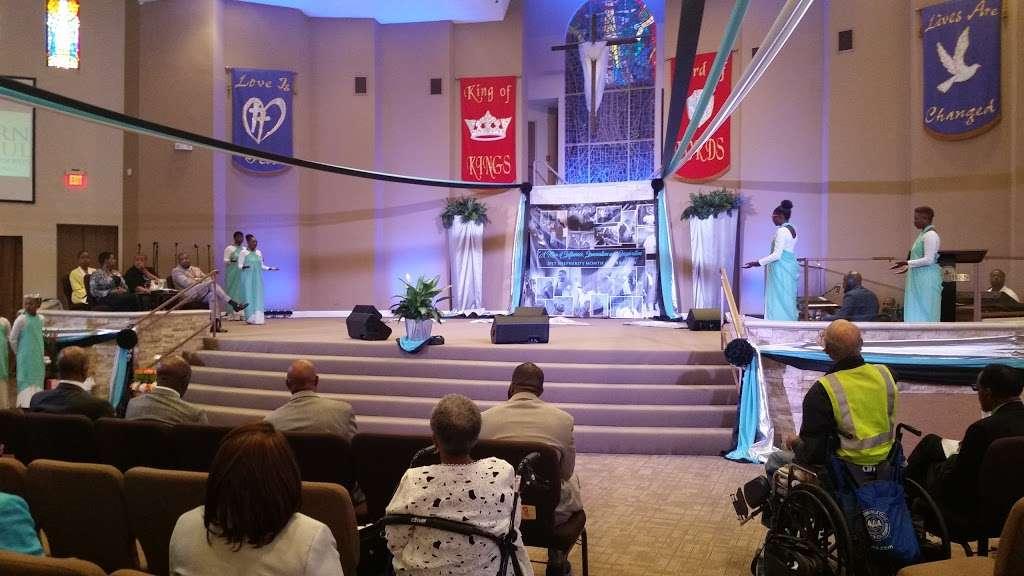 Southern Saint Paul Church - church  | Photo 5 of 10 | Address: 4678 W Adams Blvd, Los Angeles, CA 90016, USA | Phone: (323) 731-2703
