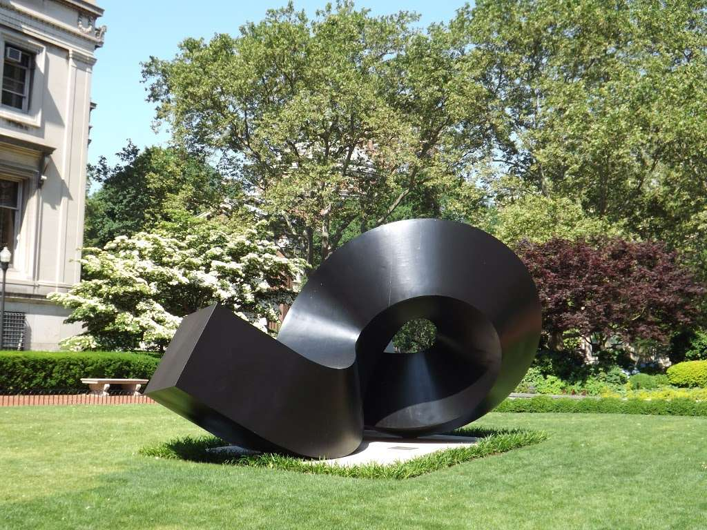 Clement Meadmore - The Curl - park  | Photo 3 of 8 | Address: 3022 Broadway, New York, NY 10027, USA