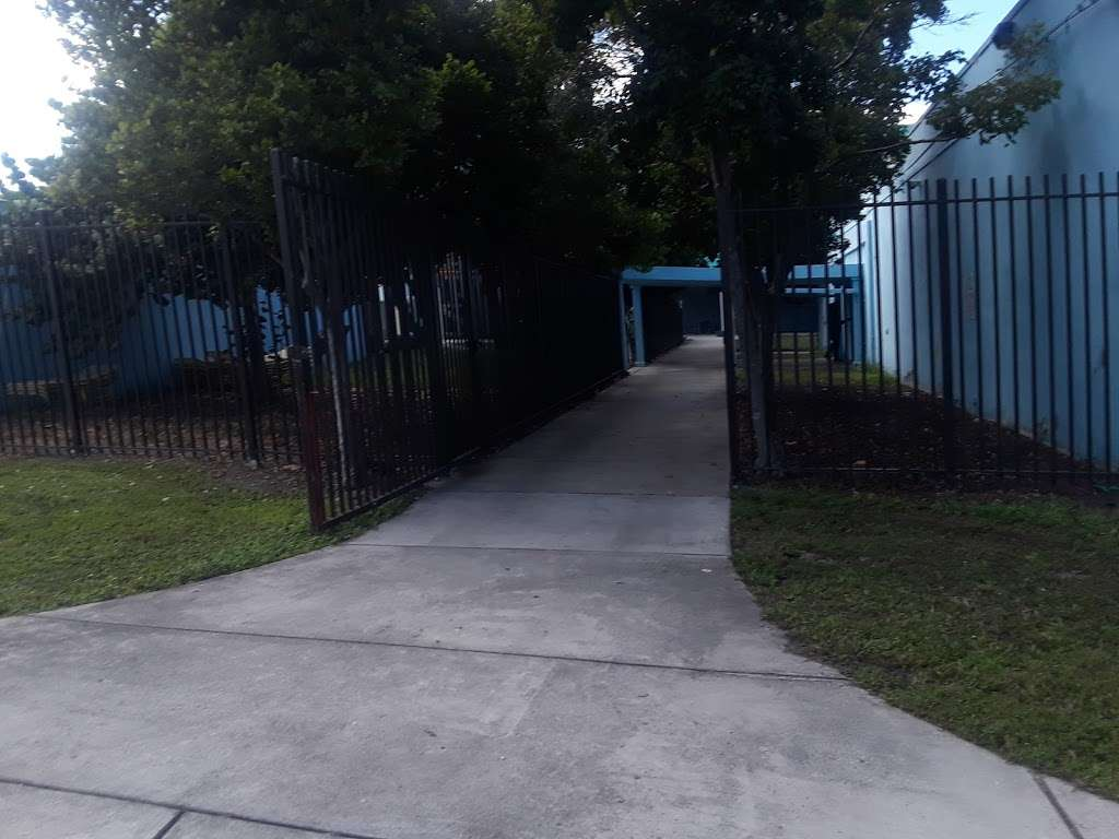 Culmer Overtown Branch Library - library  | Photo 8 of 9 | Address: 350 NW 13th St, Miami, FL 33136, USA | Phone: (305) 579-5322