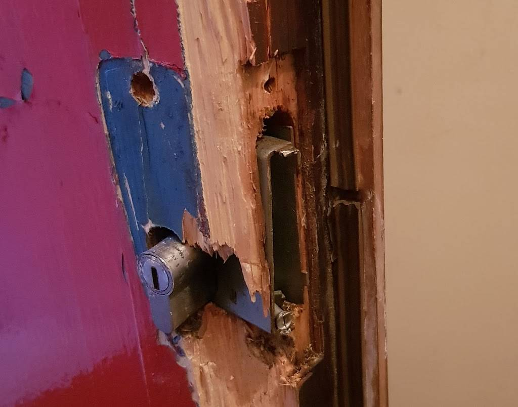 Dollar Smart Locksmith - locksmith  | Photo 4 of 4 | Address: 501 E Tremont Ave, The Bronx, NY 10457, USA | Phone: (718) 412-0421