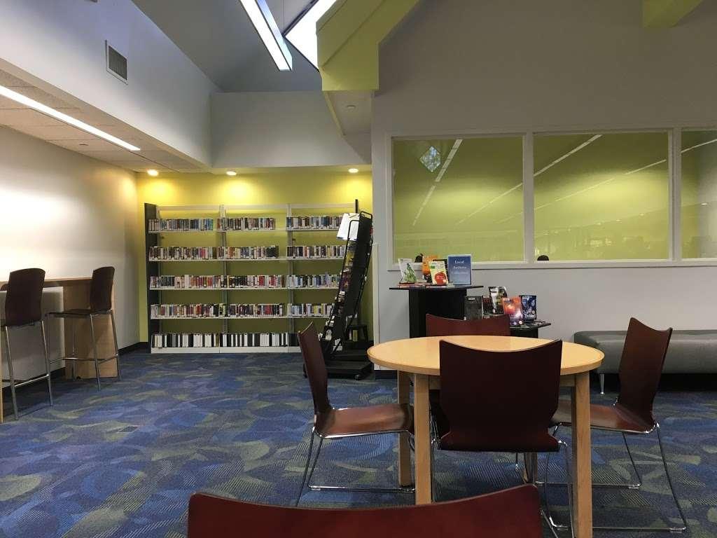 Buenaventura Lakes Branch Library - library  | Photo 2 of 3 | Address: 405 Buenaventura Blvd, Kissimmee, FL 34743, USA | Phone: (407) 742-8888