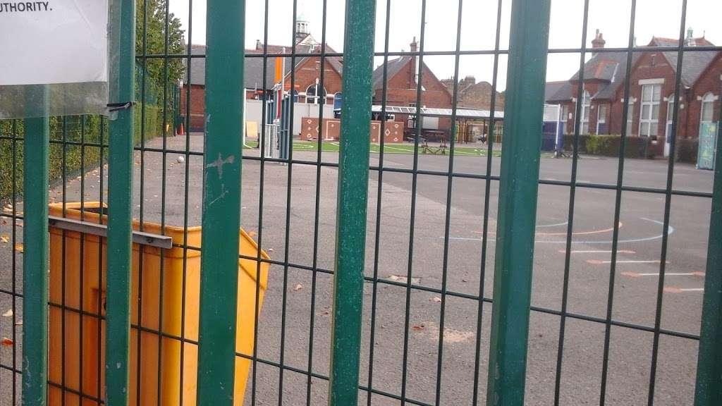 Sunnymede Junior School - school  | Photo 1 of 1 | Address: Billericay CM11 2HN, UK | Phone: 01277 651364