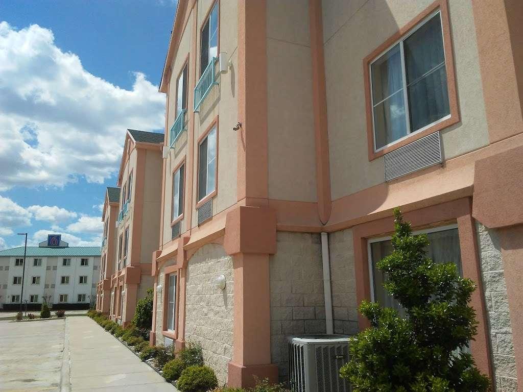 Super 8 by Wyndham Irving/DFW Apt/North - lodging  | Photo 7 of 10 | Address: 4770 W John Carpenter Fwy, Irving, TX 75063, USA | Phone: (214) 441-9000