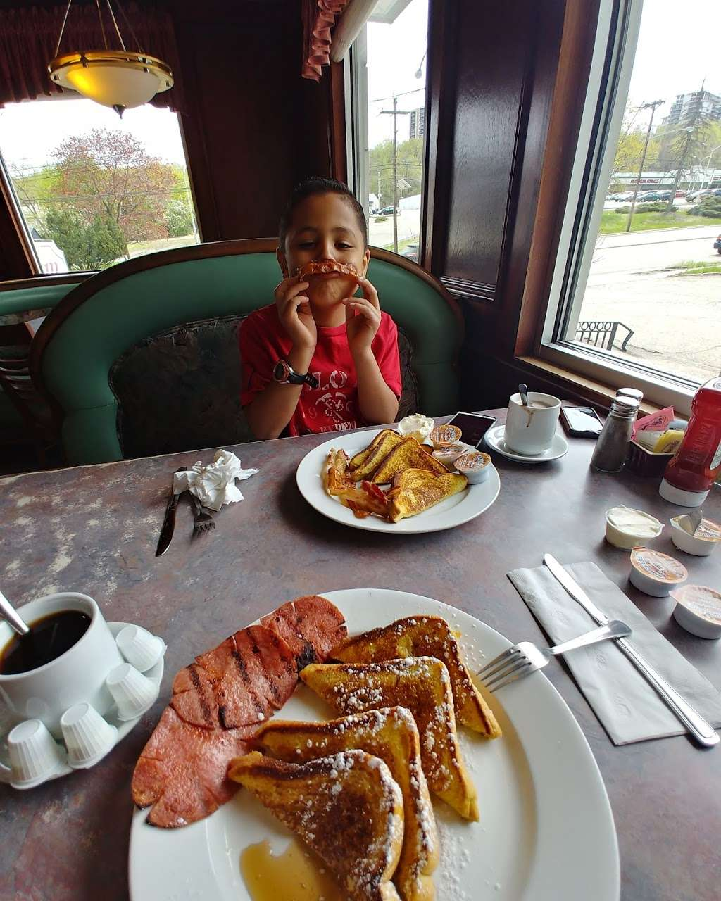 Pilgrim Diner Restaurant - restaurant    Photo 6 of 10   Address: 82 Pompton Ave, Cedar Grove, NJ 07009, USA   Phone: (973) 239-2900