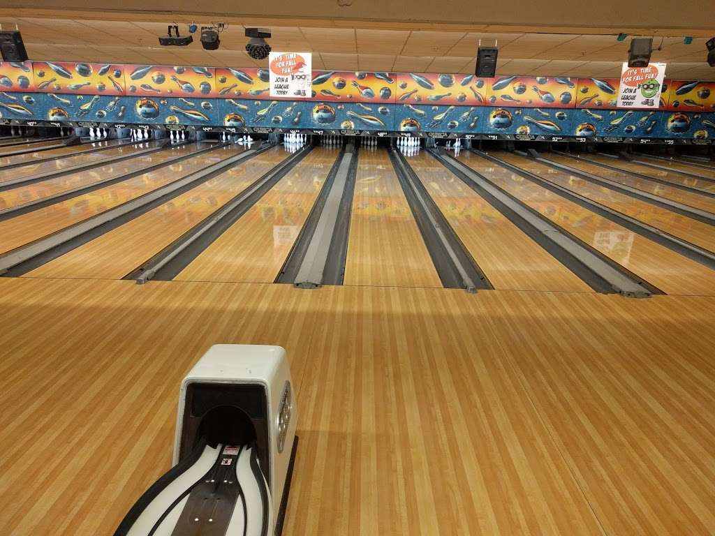 Hudson Lanes - bowling alley  | Photo 2 of 10 | Address: 1 Garfield Ave, Jersey City, NJ 07305, USA | Phone: (201) 432-5900