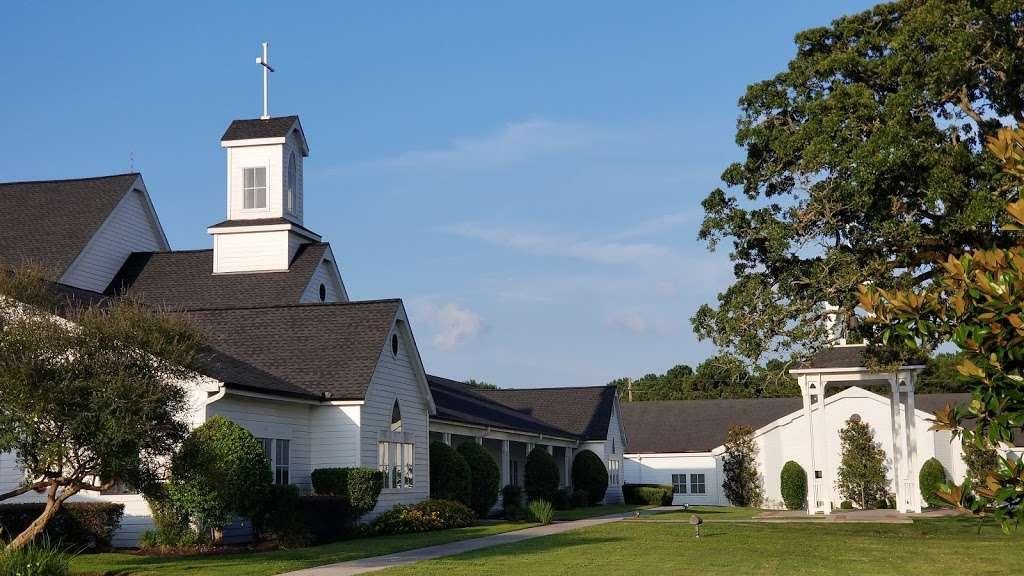 Montgomery United Methodist Church - church  | Photo 3 of 10 | Address: 22548 TX-105, Montgomery, TX 77356, USA | Phone: (936) 597-6162