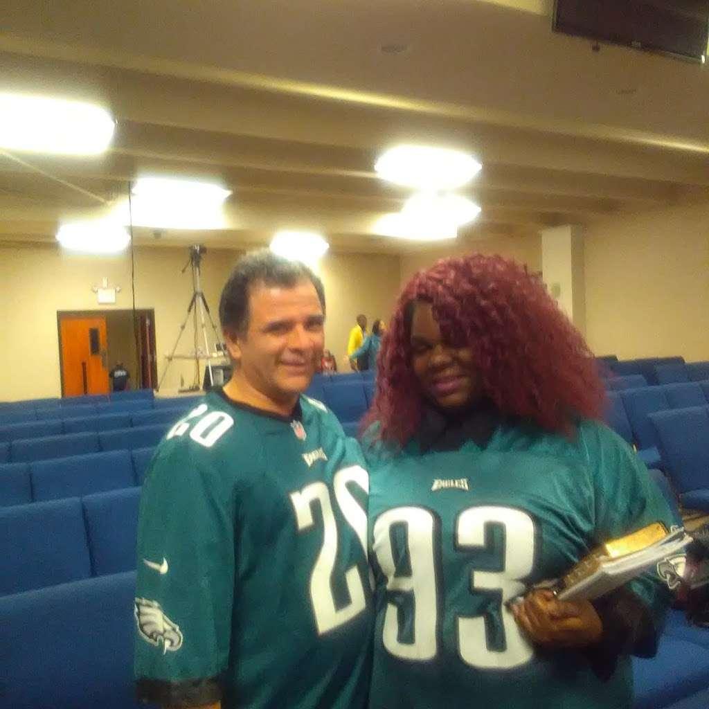 The Shabach Church - church  | Photo 6 of 10 | Address: 1403 S Highland Ave, Apopka, FL 32703, USA | Phone: (407) 445-1230