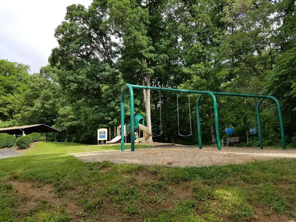 Tuscarora Creek Park - park  | Photo 6 of 10 | Address: 425 Solitude Ct SE, Leesburg, VA 20175, USA | Phone: (703) 777-1368
