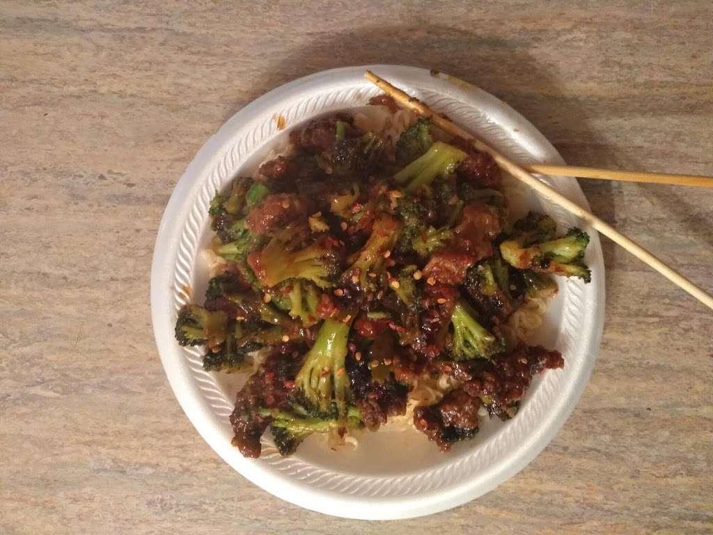 J Js Chicken & Rice&Chinese wok - restaurant    Photo 5 of 10   Address: Dallas, TX 75241, USA   Phone: (972) 224-1525
