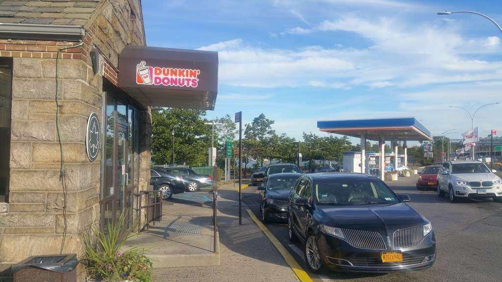 Dunkin Donuts - cafe  | Photo 8 of 10 | Address: Gulf Gas Station, 10801 Grand Central Pkwy, East Elmhurst, NY 11369, USA | Phone: (718) 478-1926