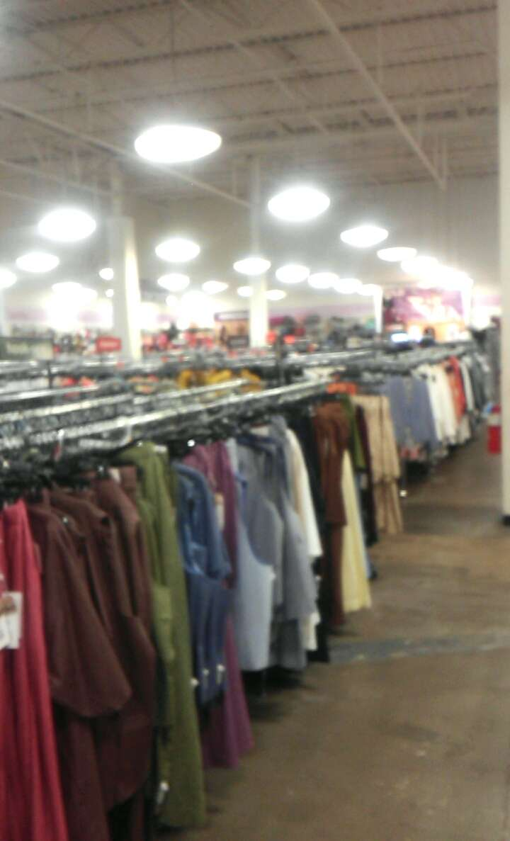 K&G Fashion Superstore - clothing store  | Photo 7 of 10 | Address: 667 North Cockrell Hill, Duncanville, TX 75116, USA | Phone: (972) 298-1718