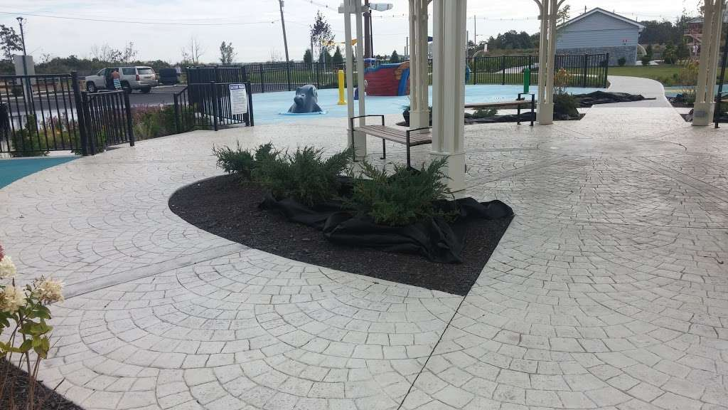 Veterans Memorial Park - park  | Photo 5 of 10 | Address: Ocean Blvd &, Lakeshore Dr, Keyport, NJ 07735, USA | Phone: (732) 583-4200