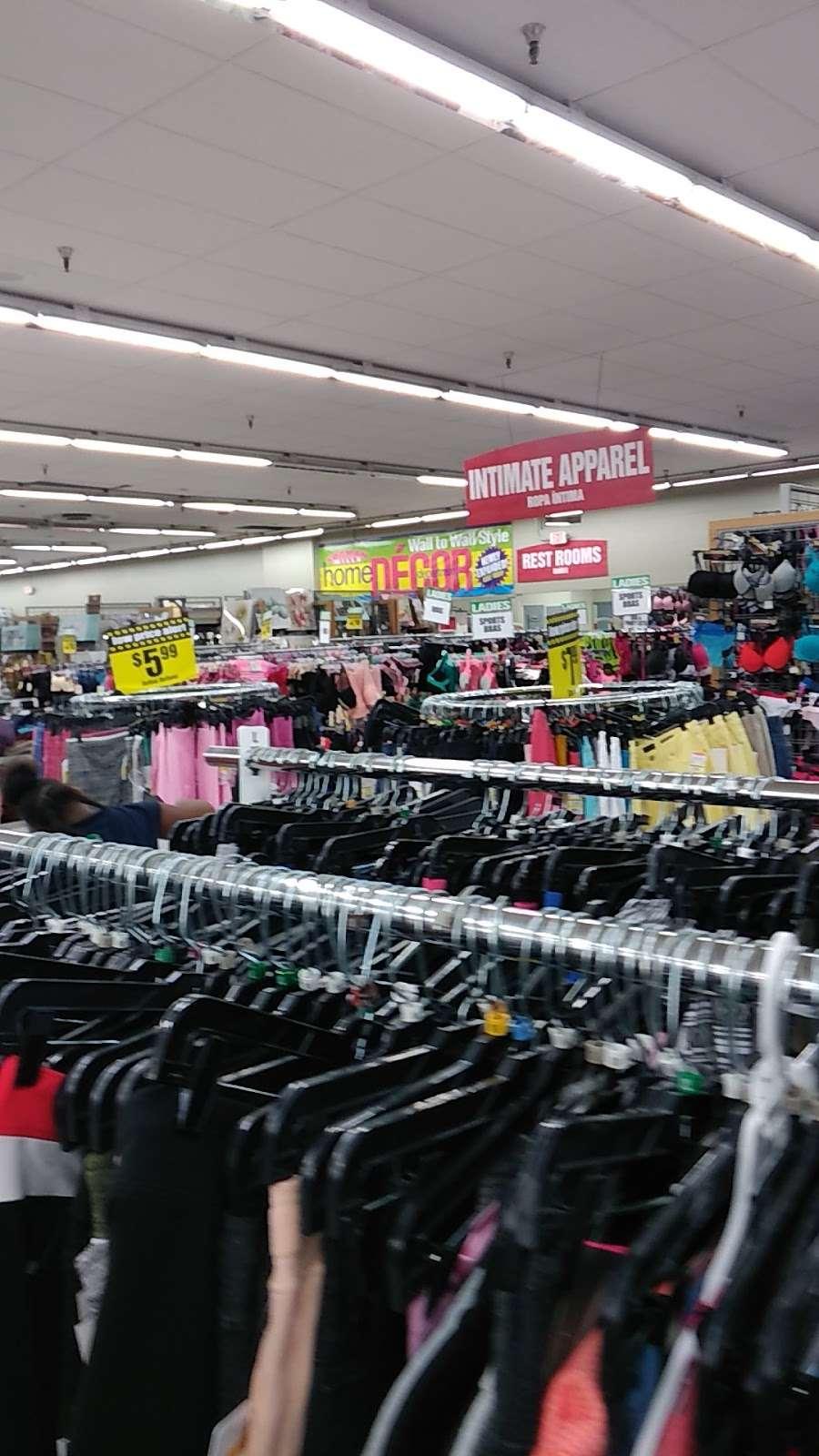 Forman Mills - clothing store  | Photo 9 of 10 | Address: 1140 Hurffville Rd, Woodbury, NJ 08096, USA | Phone: (856) 812-4894