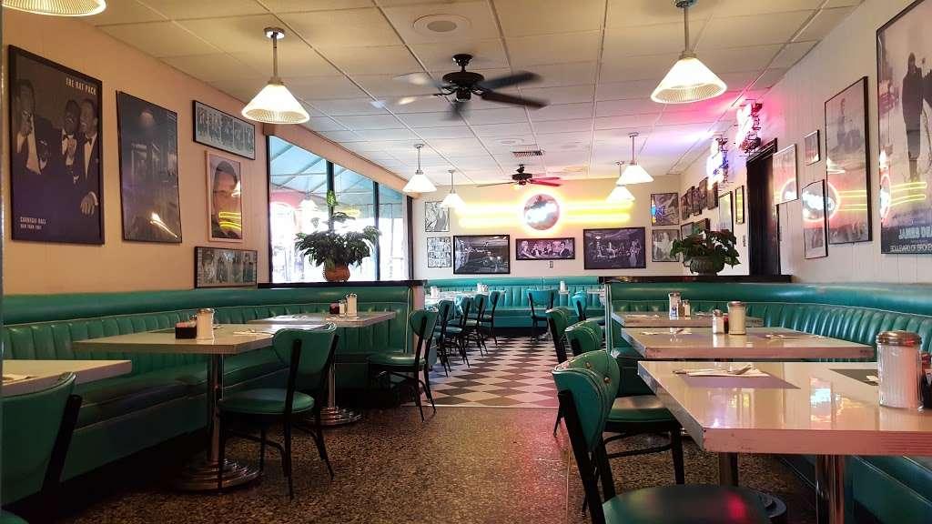 Ozzies Diner - restaurant    Photo 1 of 10   Address: 7780 Slauson Ave, Commerce, CA 90040, USA   Phone: (323) 726-0300