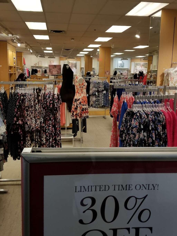 dressbarn | clothing store | 513 River Rd, Edgewater, NJ 07020, USA