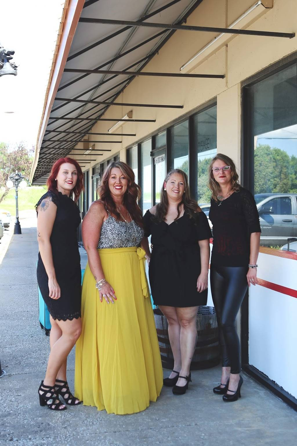Amandas Cutting Edge - hair care  | Photo 1 of 6 | Address: 6161 S 33rd W Ave #107, Tulsa, OK 74132, USA | Phone: (918) 445-9940