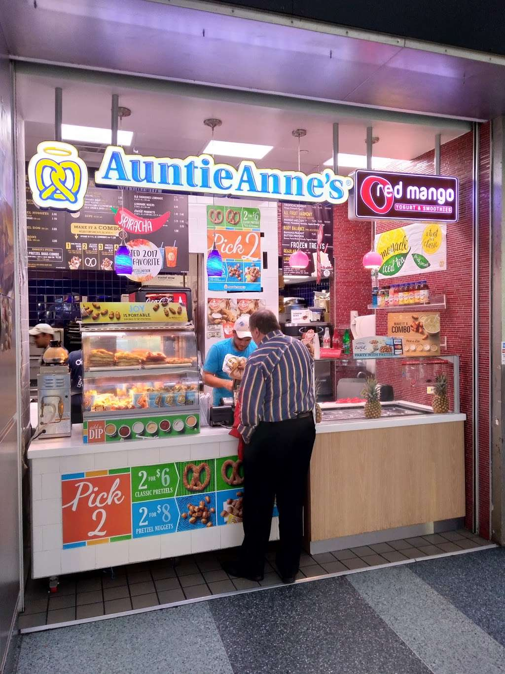 Auntie Annes - cafe  | Photo 5 of 8 | Address: 4 South St, New York, NY 10004, USA | Phone: (631) 574-7700