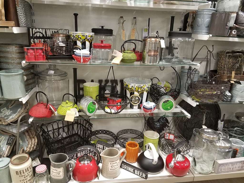 HomeGoods - department store  | Photo 7 of 10 | Address: 110 Lefante Way, Bayonne, NJ 07002, USA | Phone: (201) 339-2301