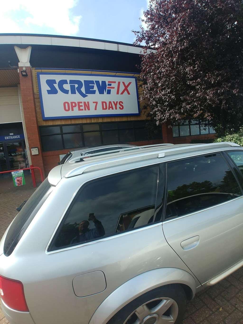 Screwfix - store  | Photo 2 of 5 | Address: Prospect Business Park, Loughton IG10 3TR, UK | Phone: 0333 011 2112