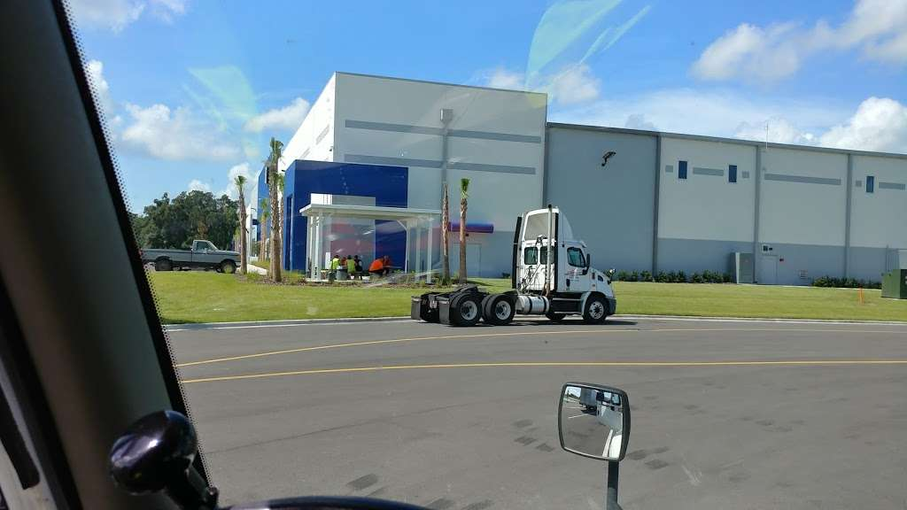 Best Buy Warehouse, Polk City - storage  | Photo 1 of 10 | Address: 8906 State Rd 33 N, Polk City, FL 33868, USA