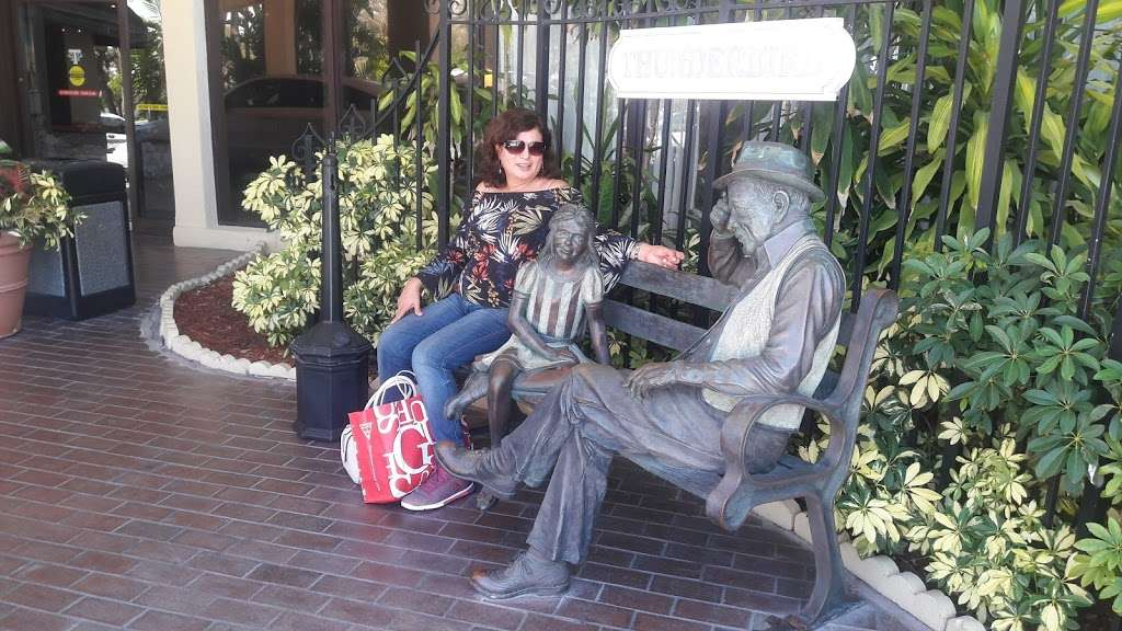 Thunderbird Cafe - cafe  | Photo 4 of 7 | Address: 18401 Collins Ave, North Miami Beach, FL 33160, USA | Phone: (305) 792-6164