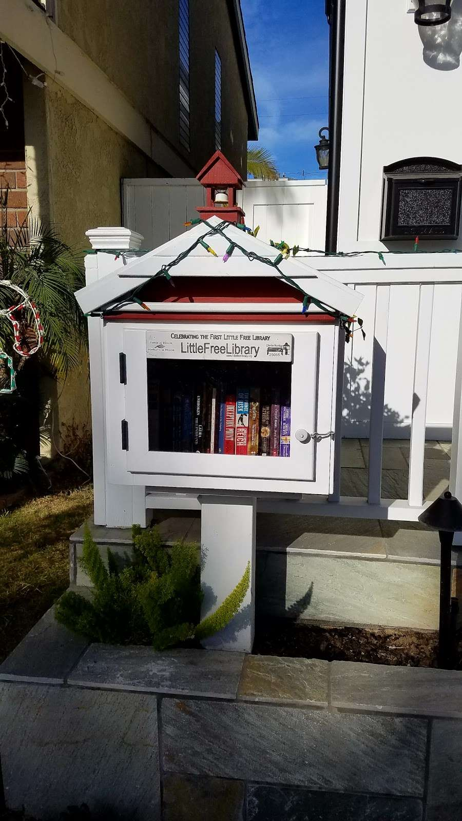 Little Free Library - library  | Photo 2 of 2 | Address: 223 Marguerite Ave, Corona Del Mar, CA 92625, USA