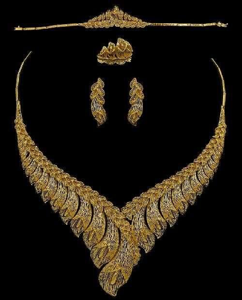 Yasini Jewelers 21k & 22k Gold - jewelry store    Photo 4 of 10   Address: 3110 W Devon Ave, Chicago, IL 60659, USA   Phone: (773) 274-6450