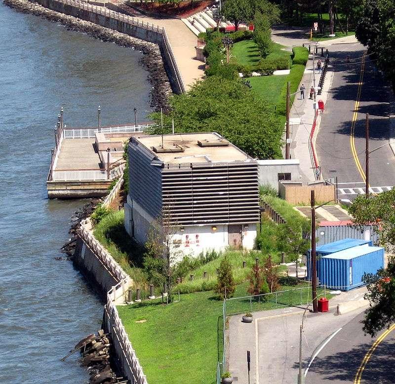 Roosevelt Island Subway Station - subway station  | Photo 4 of 10 | Address: New York, NY 10044, USA